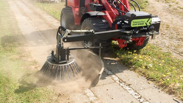 Multi Carrier HXF with Weed Clearing Brush BR 70