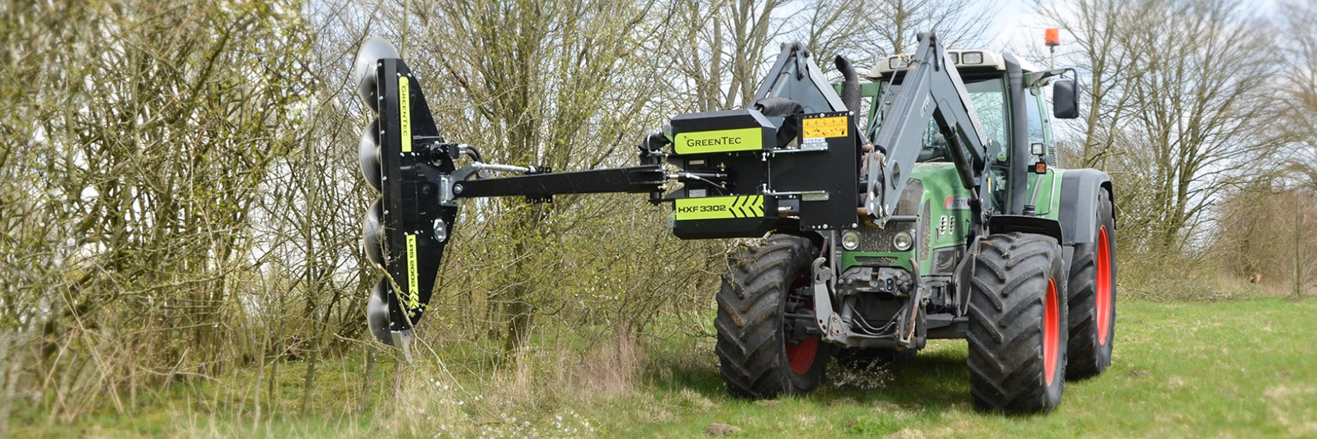 The attachment frame can be mounted on tractors and loaders, with focus on high capacity