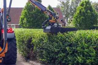 Norrekroks Maskintjänst maintains hedges with RC 132