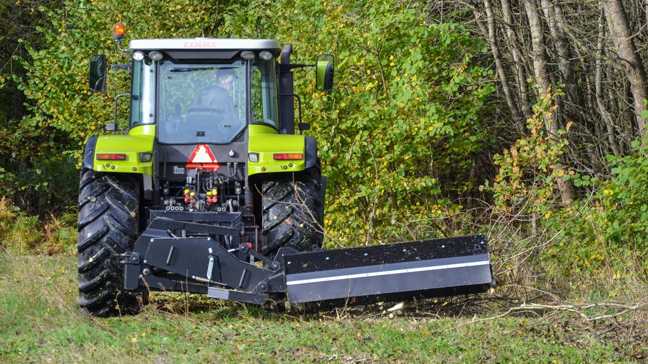 Hydraulic offset flail mowers with 3-point linkage