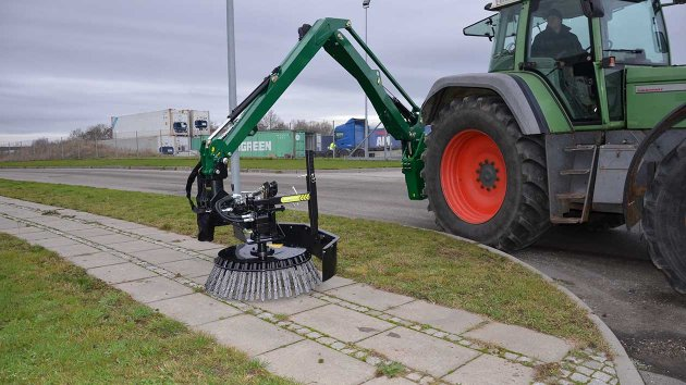 Sweeper brush for tractor