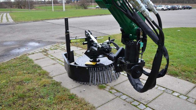 Weed brush machine for tractor