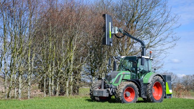 Rotary hedge trimmer mounted on tractor