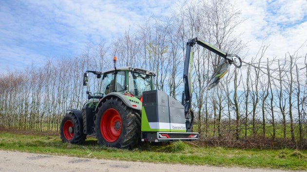 Tractor mounted circular hedge cutter
