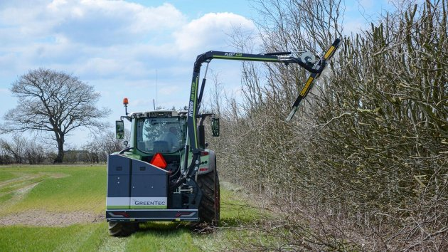 Tractor mounted tree hedger