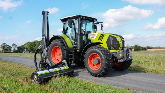 Hydraulic flail mower mounted on Claas Arion 650 tractor
