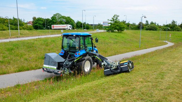 Mow grass and shrubs with our professional boom mower