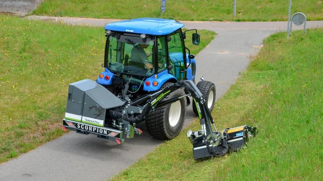 Verge mowing with GreenTec Scorpion 330-4 S boom mower