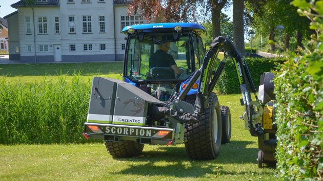 Vertical brush cutter for compact tractor