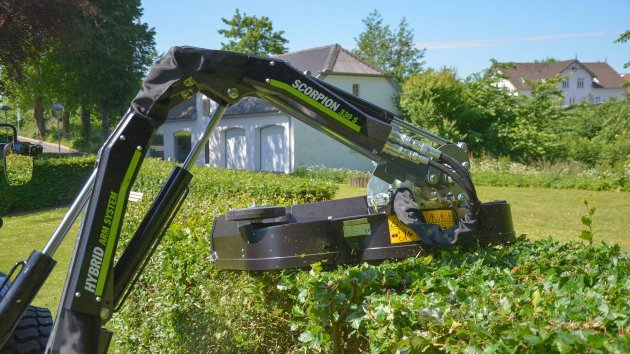 Hydraulic hedge trimmer attachment for mini tractor