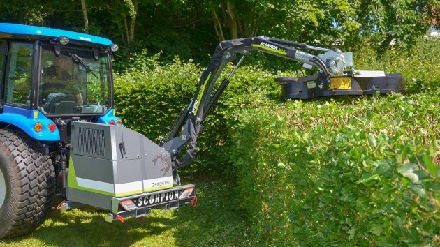 Professional hedge trimmer with hydraulic power