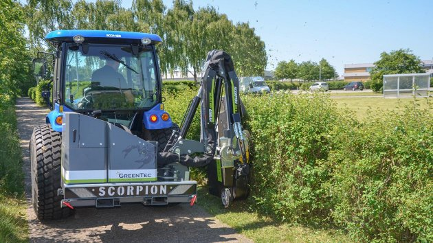 Hedge cutter for compact tractor
