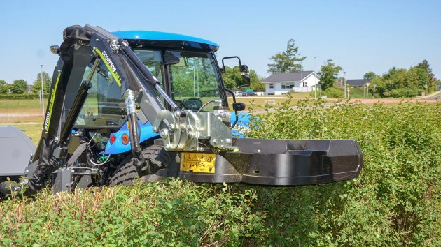 Horizontal hedge trimming with GreenTec RC 132
