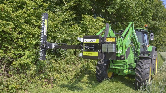 Hedgerow maintenance with finger bar
