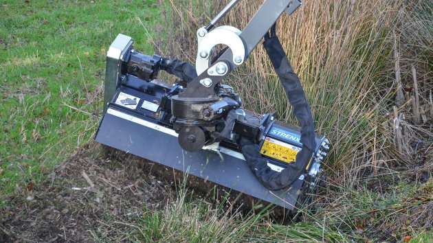 Embankment mower for tractor