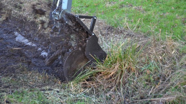 Ditch cleaning attachment