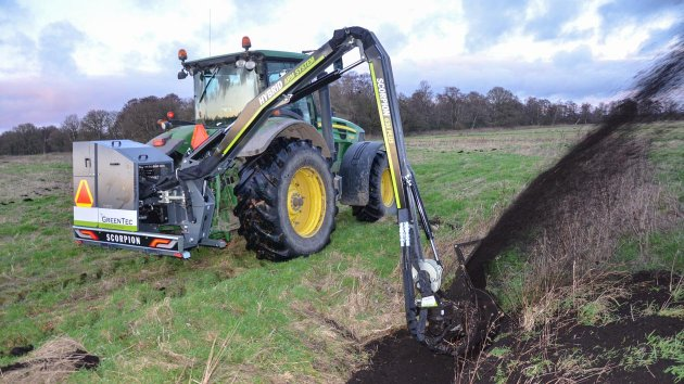 Ditch cleaning attachment for tractor