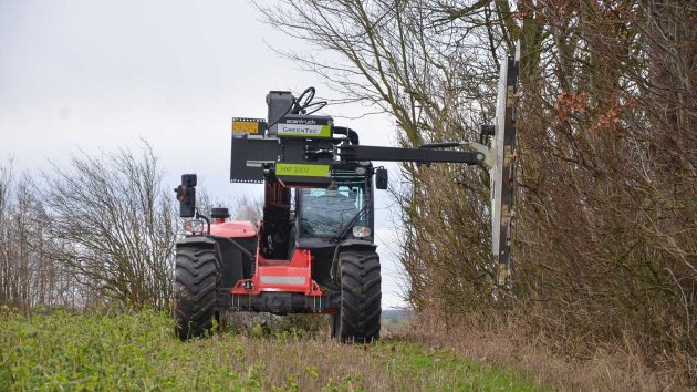 Professional telehandler attachment for cutting branches