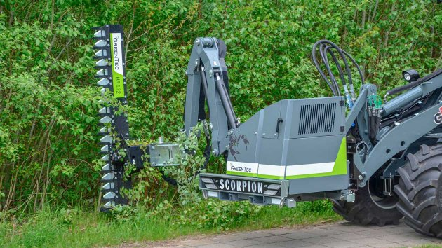 Cut thin and thick branches with the GreenTec Scorpion reach mower