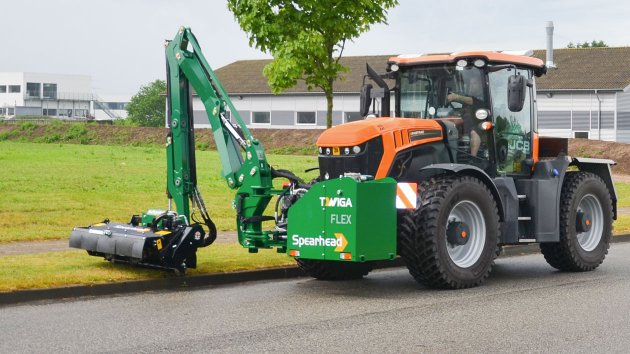 Reach mower is mounted on JCB Fastrac 4160