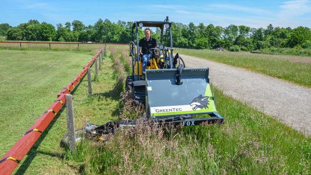 Mower that goes around fence posts at a riding club