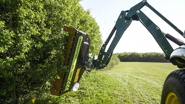Cutting hedge efficiently and effective with hedge trimmer