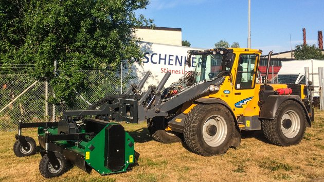 Flail mower mounted on Wille 665