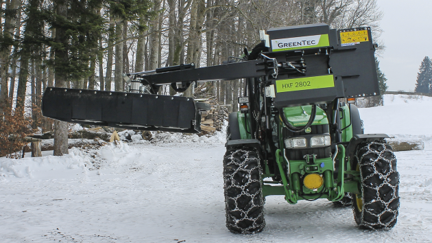 Hedge cutter mounted on a John Deere 5070M frontloader