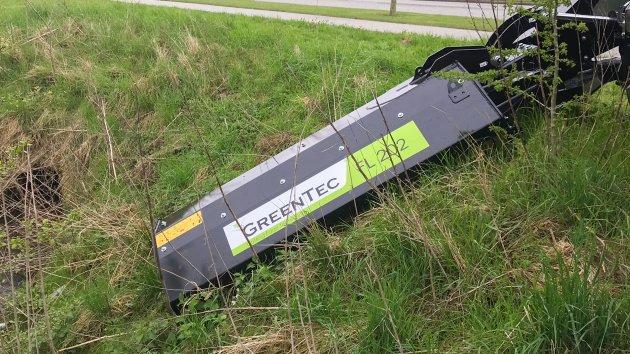 Verge mowing is performed by hydraulic offset flail mower