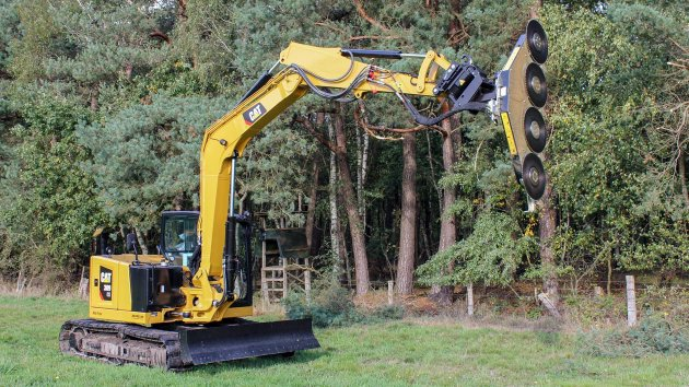 Saw head mounted on CAT 309 CR excavator