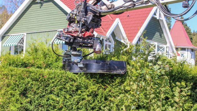 Excavator hedge trimmer attachment