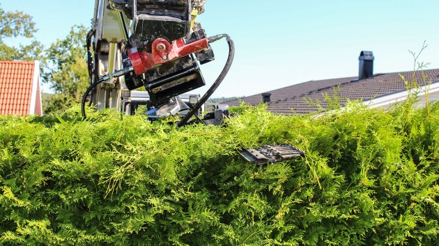 Hedge cutter for digger