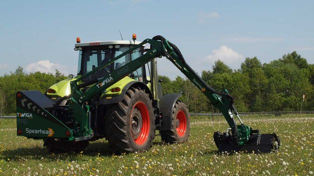Spearhead Twiga PRO VFR mows grass with flail mower