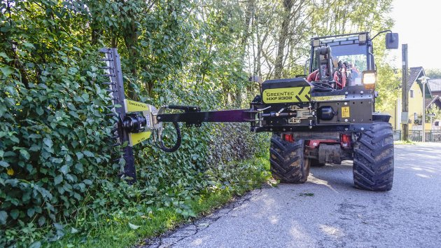 Boom mower with hedge cutter on a Weidemann skid steer loader