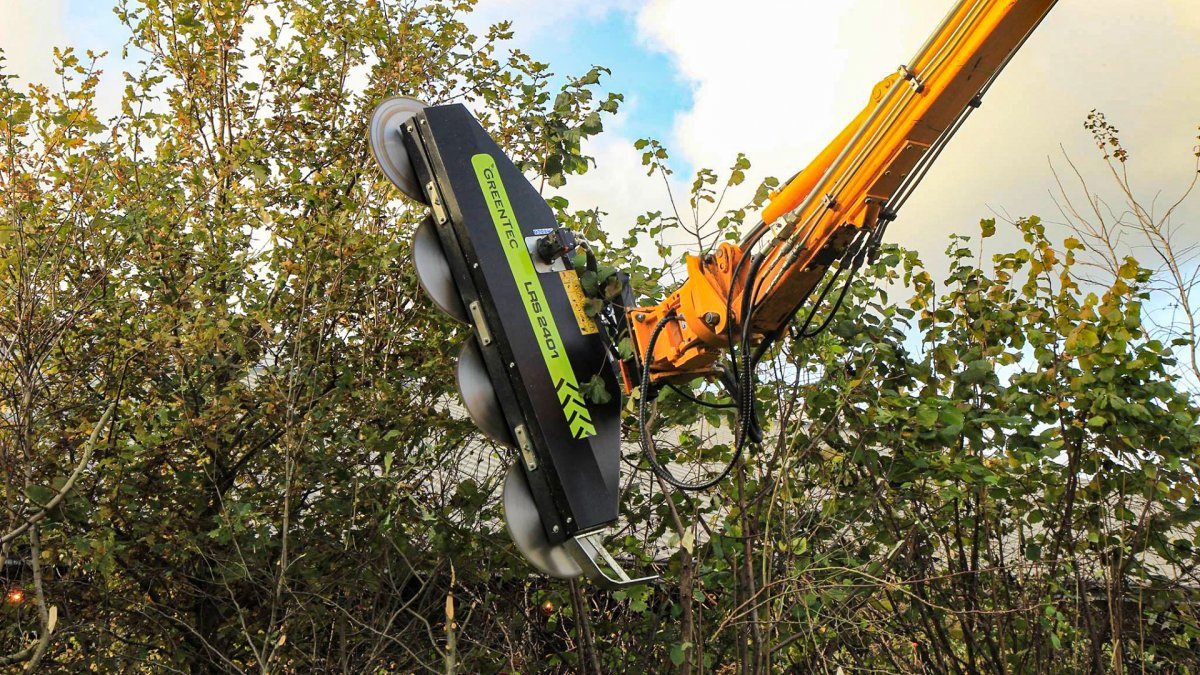 Hydraulic limb trimmer