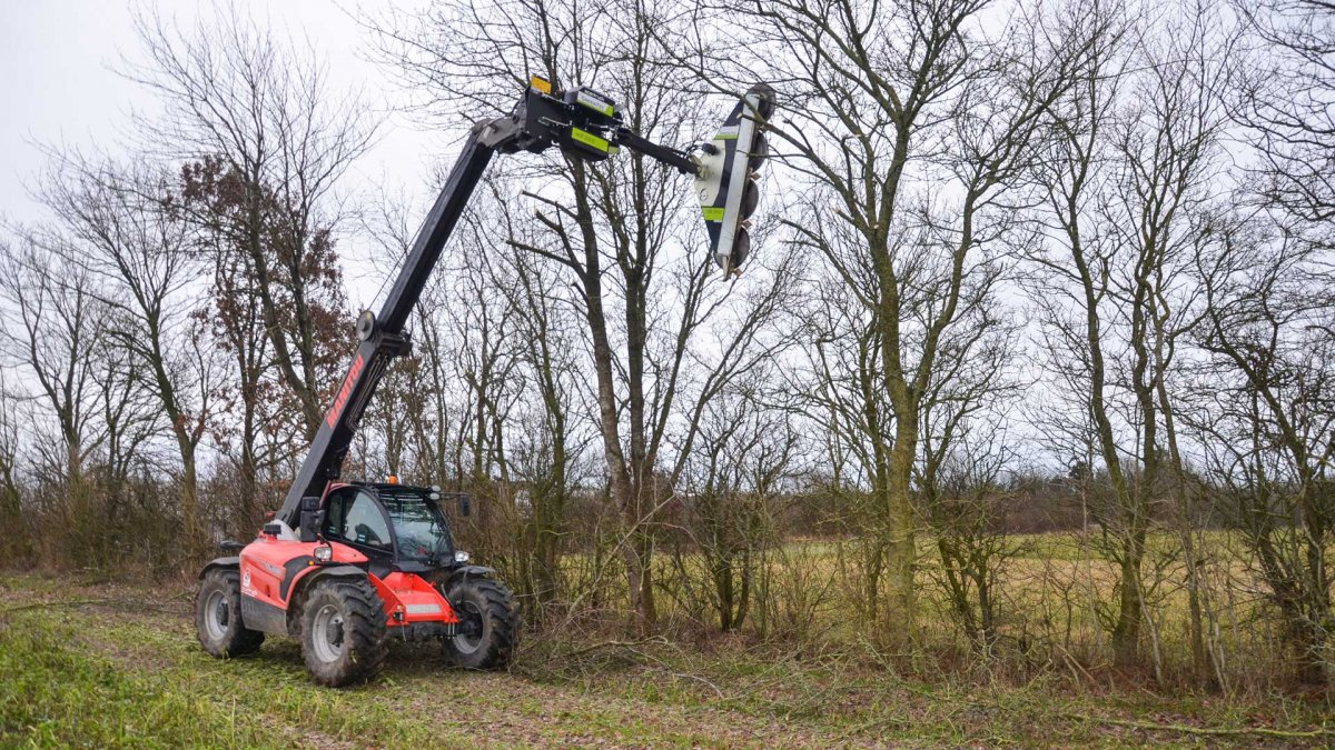 Circular saw hedge cutter mounted on Manitou MLT 737 130 PS+ telehandler