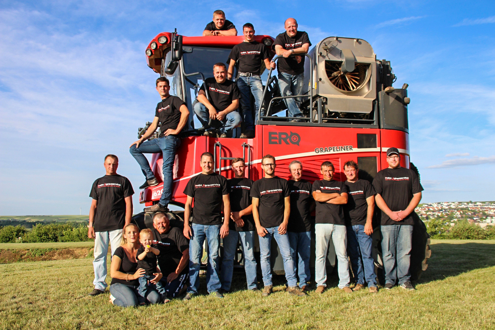The team behind Debo Agrarservice together with their ERO Grapliner 6200