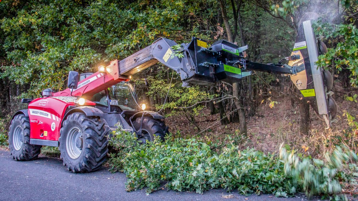 Kai Ruppel with his GreenTec tools and telehandler